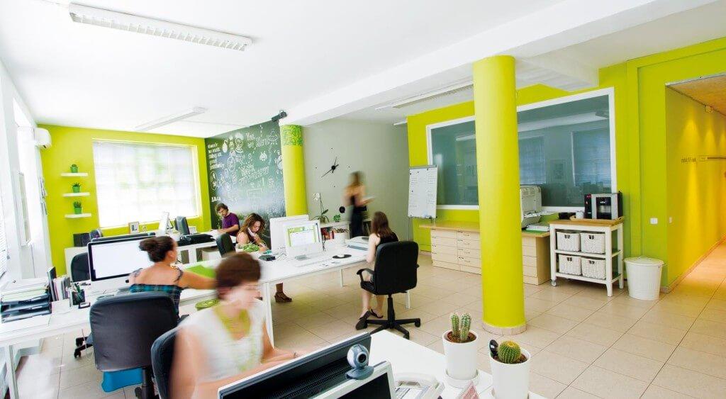 Oficina Mediactiu 1024x563 - El estudio de diseño gráfico Mediactiu premia tu mejor momento