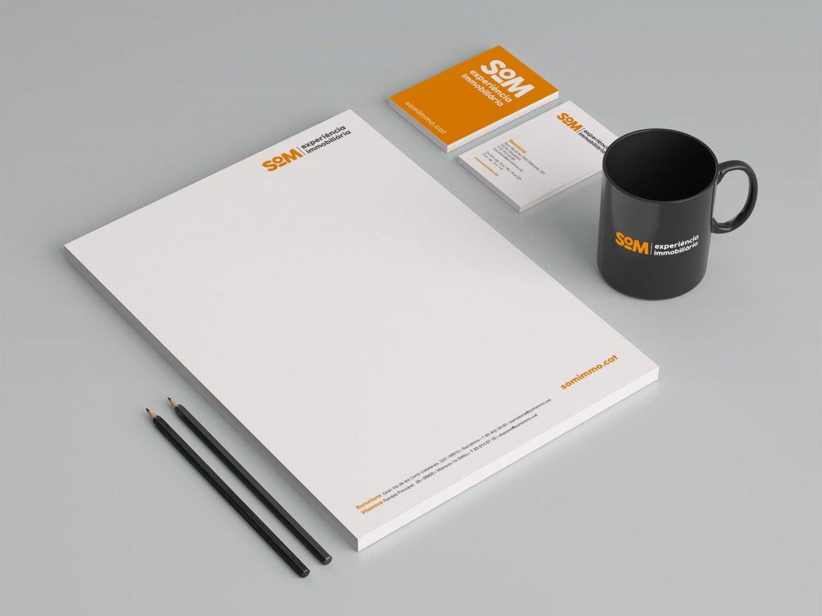 diseno branding estudio en barcelona SOM 1177x883 - Naming, branding, registro de marca, aplicaciones de marca...