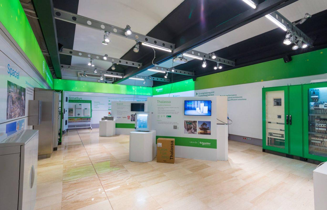 produccion elementos graficos barcelona 1371x883 - Dirección, diseño y producción de evento