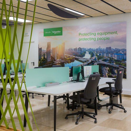 rotulacion para oficinas comerciales 550x550 - Comunicación en oficinas